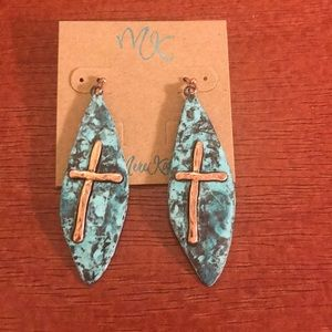 Turquoise earring with gold cross
